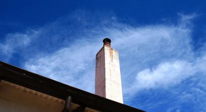 ¿Cuánto debe de tener la altura de una chimenea?